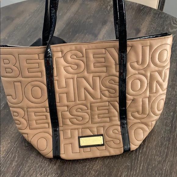 Betsey Johnson Handbags - Betsey Jhonson Tan Tote